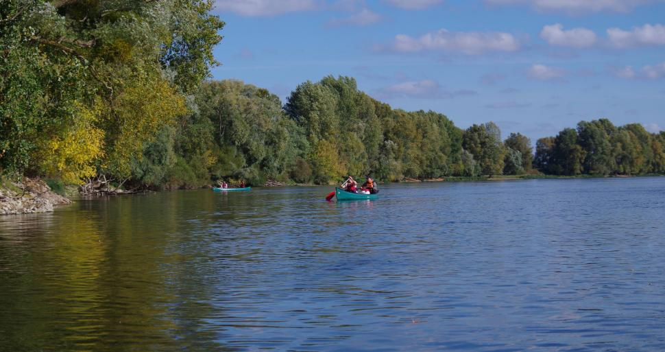 Canoeing on the River Loire © H20