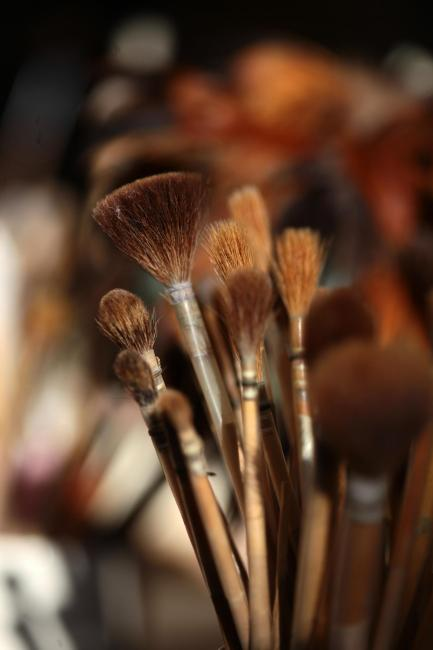Detail of a pot of paintbrushes ©F. Charel - CRT CVDL